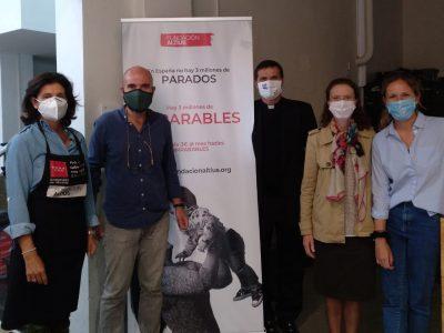 Araceli Delgado y el P. Ranninger, con los directivos de la Fundación Altius