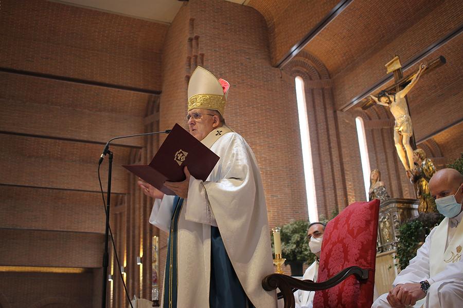 El Cardenal Osoro pronunciando la homilía en la ordenación del P. Ignacio Rubio, L.C.