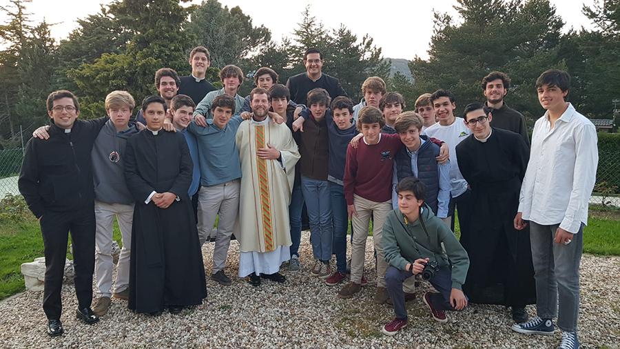 Un grupo de chicos del ECYD visita a los novicios de Madrid